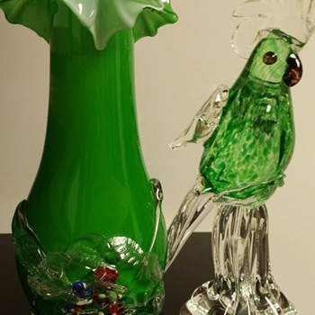 "9-3/4"" tall green cased 4"" ruffel top with appplied flower .  - Art Glass"