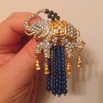 "Elizabeth Taylor ""Elephant Walk "" Brooch / Avon / Circa 1990 - Animals"