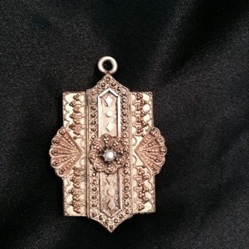 Unusual locket - Fine Jewelry
