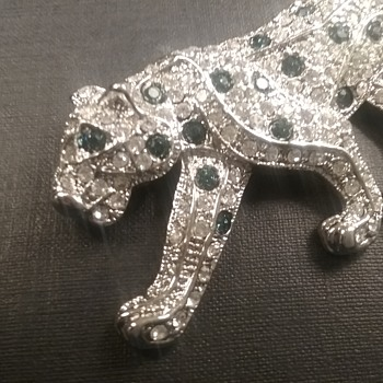 Spotted leopard brooch  - Costume Jewelry