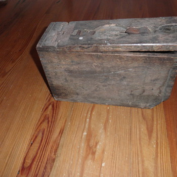 WW I Ammo box - Military and Wartime