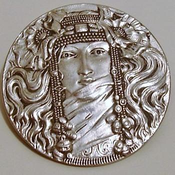 Art Nouveau brooch of a lady