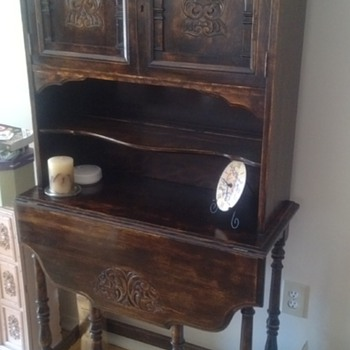 SECRETARY HUTCH DROP LEAF FRONT FOLD OUT LEGS FACIAL INLAY ON DOORS NO INFO WOULD LOVE SOME HELP - Furniture