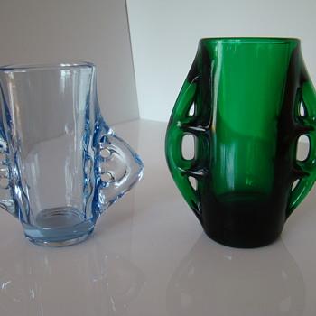 A pair of Eryka Trzewik-Drost vases - Glassware