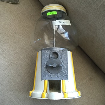 What is the year of manufacture? Is this a Carousel gumball machine?                                                            - Coin Operated