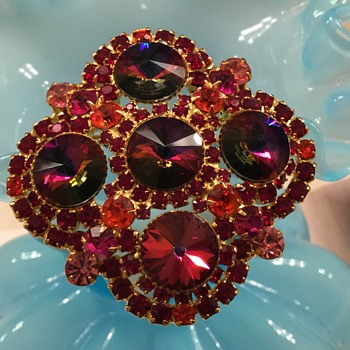 D & E VOLCANO RED RIVOLI BROOCH... I'm sure Phil :) - Costume Jewelry
