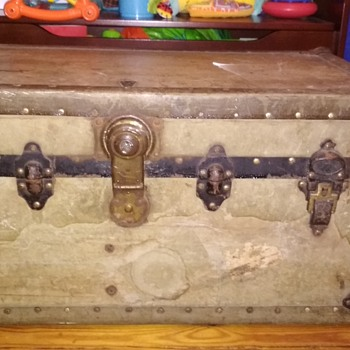 My new old luggage chest - Furniture