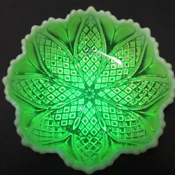 Davidson Pearline Glass Dish - rd 413701 - William & Mary - Glassware