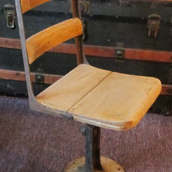 Can anyone give me more info on who makes these chairs