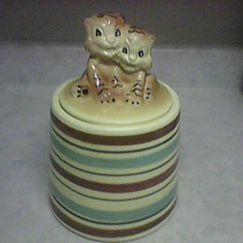 R. R. P. COMPANY ROSEVILLE , OHIO COOKIE JAR - Kitchen