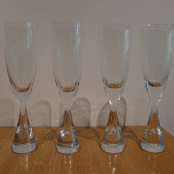 BENT OLE SEVERIN PRINCESS CHAMPAGNES 1977. - Art Glass