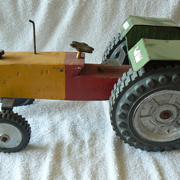 Vintage wooden tractor - Model Cars