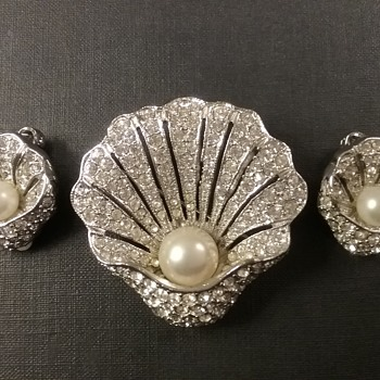 Kramer NY shell brooch & earrings set  - Costume Jewelry