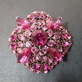 Lisner brooch  - Costume Jewelry