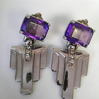 Art deco style glass/silvertone earrings - Costume Jewelry