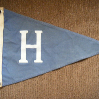 UNIDENTIFIED TRIANGULAR PENNANT-FLAG?? Baseball??