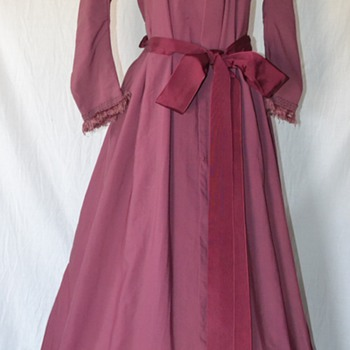 RARE ANTIQUE 1800'S MAUVE VICTORIAN LADIES WOOL FRINGED DRESS DUSTER