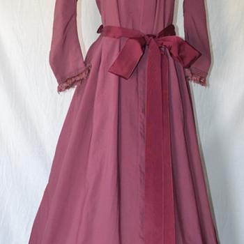 RARE ANTIQUE 1800'S MAUVE VICTORIAN LADIES WOOL FRINGED DRESS DUSTER - Victorian Era