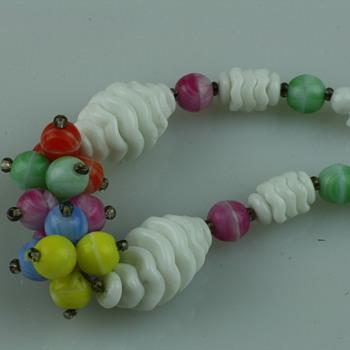 Vintage milk glass necklaces - Costume Jewelry