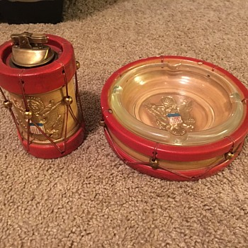 Mid Century great seal red and gold patriotic drum lighter and ashtray