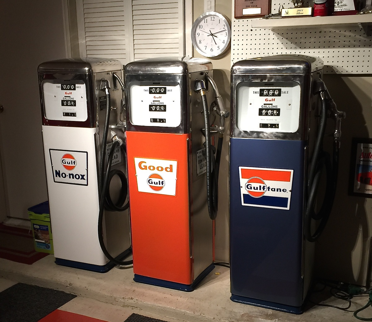 Gulf Gas Station >> GULF GAS PUMPS FROM 1965 COLLECTION | Collectors Weekly