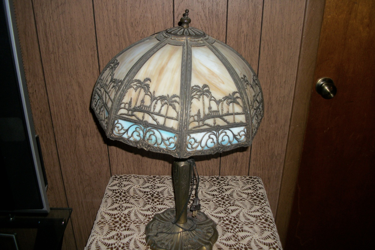 Bradley & Hubbard lamp | Collectors Weekly