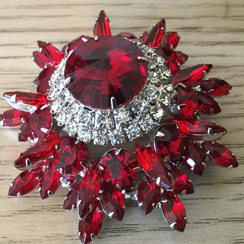 D & E RUBY RED 5-TIER BROOCH! - Costume Jewelry