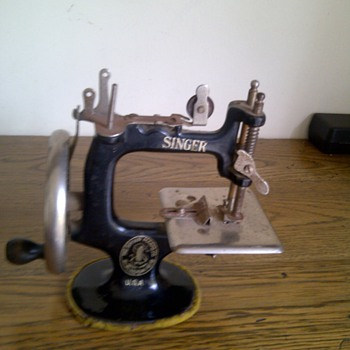 Singer Toy Sewing Machine - Sewing