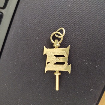 Trying to identify this pendant (Yale University) - Medals Pins and Badges