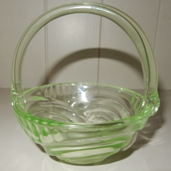 Brockwitz uranium glass basket. - Glassware