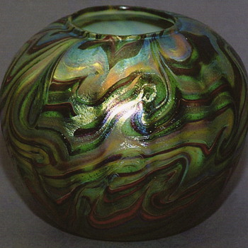 QUEZAL ART GLASS ROSE WATER VASE, circa 1902 - Art Glass