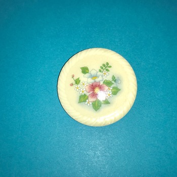 Vintage Avon Porcelain Spring Flower Brooch - Costume Jewelry