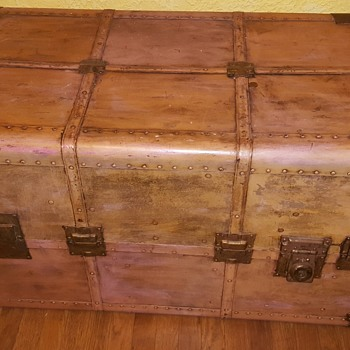 Dresser Trunk with Parsley fabric  interior  - Furniture