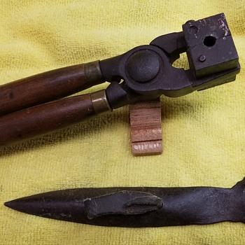 1929 Ideal Bullet Mold & Miner Spoon - Tools and Hardware