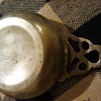 trying to identify this porringer - Silver