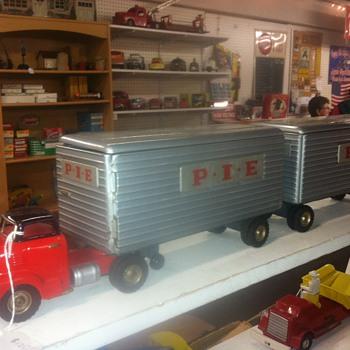 Structo Tandem Tractor & Trailer