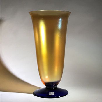 Kralik gold iridescent glass vase - a new décor? - Art Glass