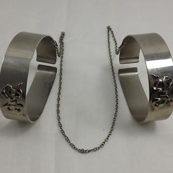 Unidentified bracelet?