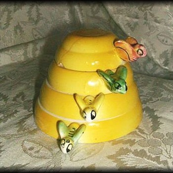 Bee Hive ~ MEASURING CUPS ~ ( MENSCHIK GOLDMAN, INC) Beehive - Pottery