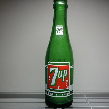 1962 7UP Soda Bottle ACL Anchor Hocking Glass Green 7 Ounces Collectible - Advertising