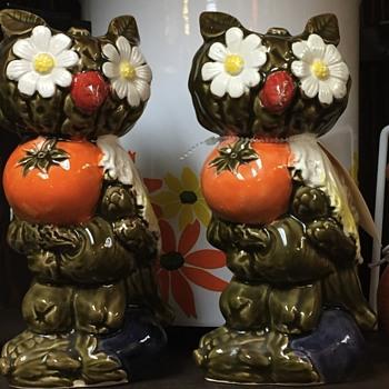 Unique owl shakers