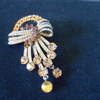 Vintage amber and citrine colored brooch
