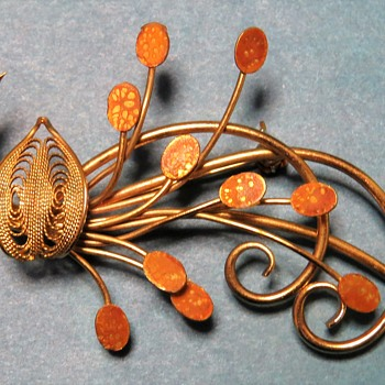 Gold Tone Spray Broach - Costume Jewelry