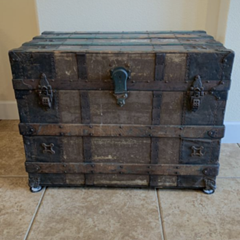 Antique trunk with rollers - Furniture