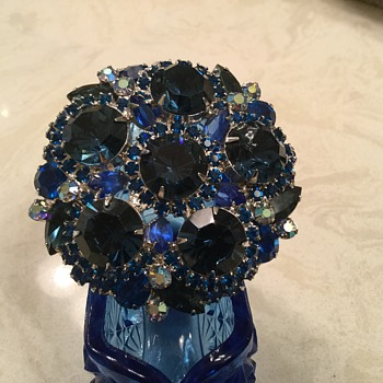 MASSIVE D & E BROOCH in blues - Costume Jewelry