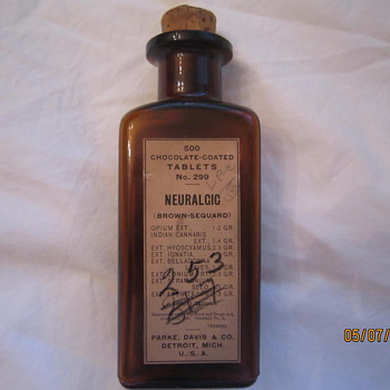 1919 Parke Davis Detroit Mich 500 Chocolate Coated Tablets Neuralgic Opium Cannabis Medicine Bottle - Bottles