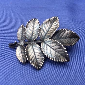 Vintage Leaves Brooch - Costume Jewelry