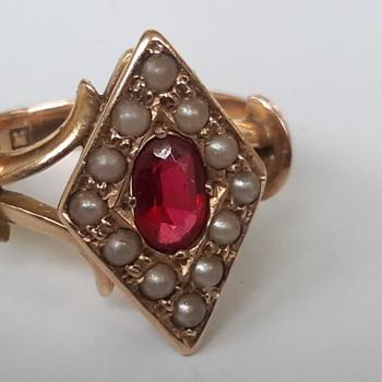 Edwardian 15 ct gold dress ring