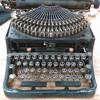 An antique typewriter