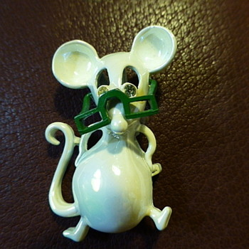 Gerry's mouse pin - Costume Jewelry